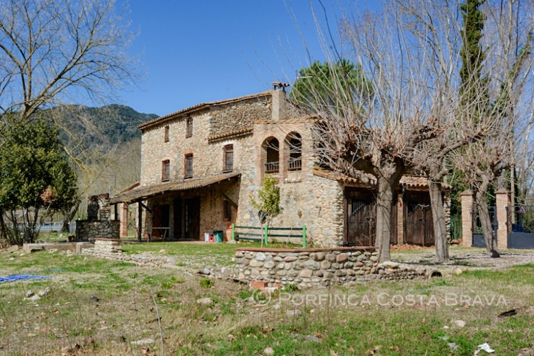 Authentic country house with 7 bedrooms at 25 km from Girona