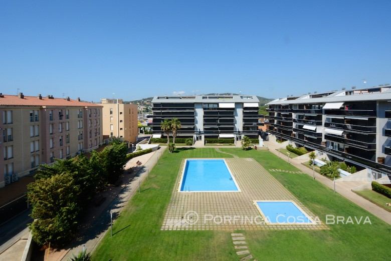 Penthouse/Duplex apartment with swimming pool at walking distance to the beach of Sant Antoni de Calonge