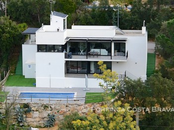 Contemporary design villa situated in a quiet urbanization with nice views over the Gavarres mountains.
