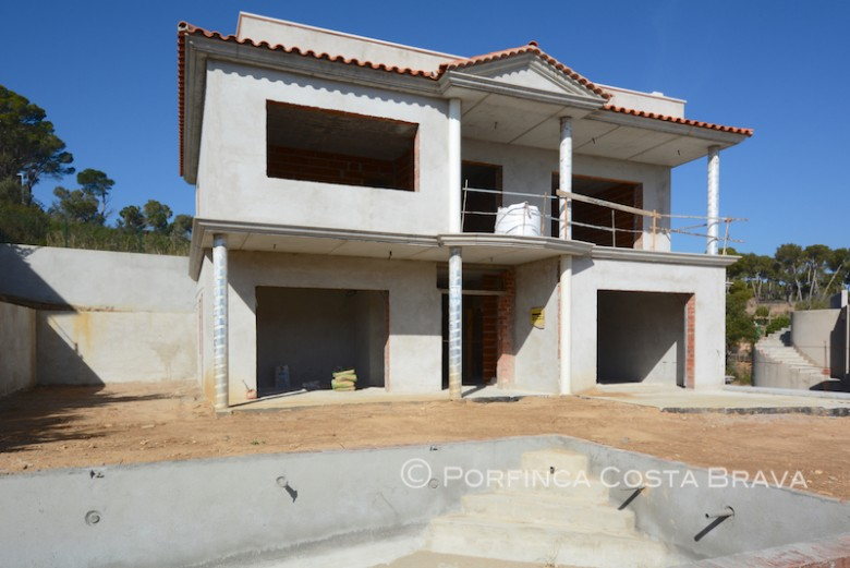 Newly built 5 bedroom villa for sale with sea view and pool close to Platja d'Aro